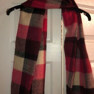 Hollister scarf
